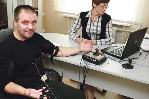Как работает детектор лжи или полиграф? - hi-news.ru