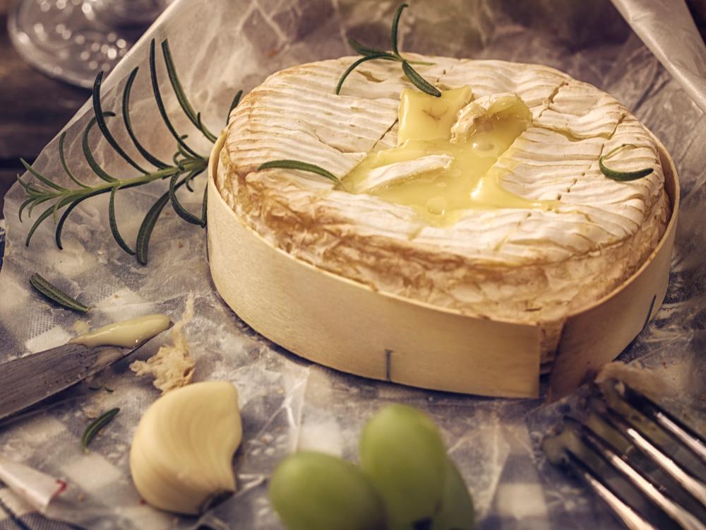 Сыр «камамбер»: как правильно есть французский деликатес