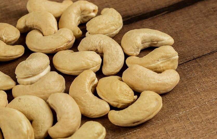 Орех кешью, польза и вред, калорийность
