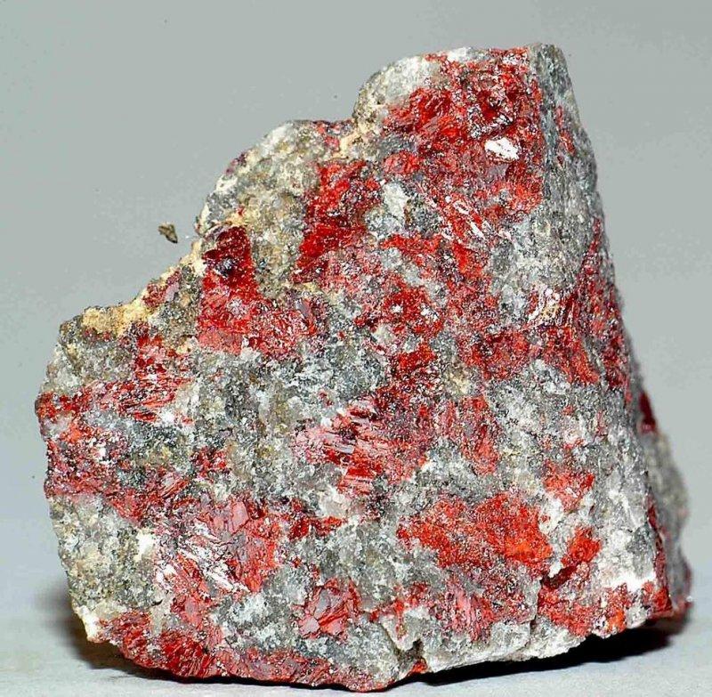 Киноварь: что это такое, формула и применение, свойства минерала и цвет, месторождения, происхождения, украшения, опасность ртути в составе