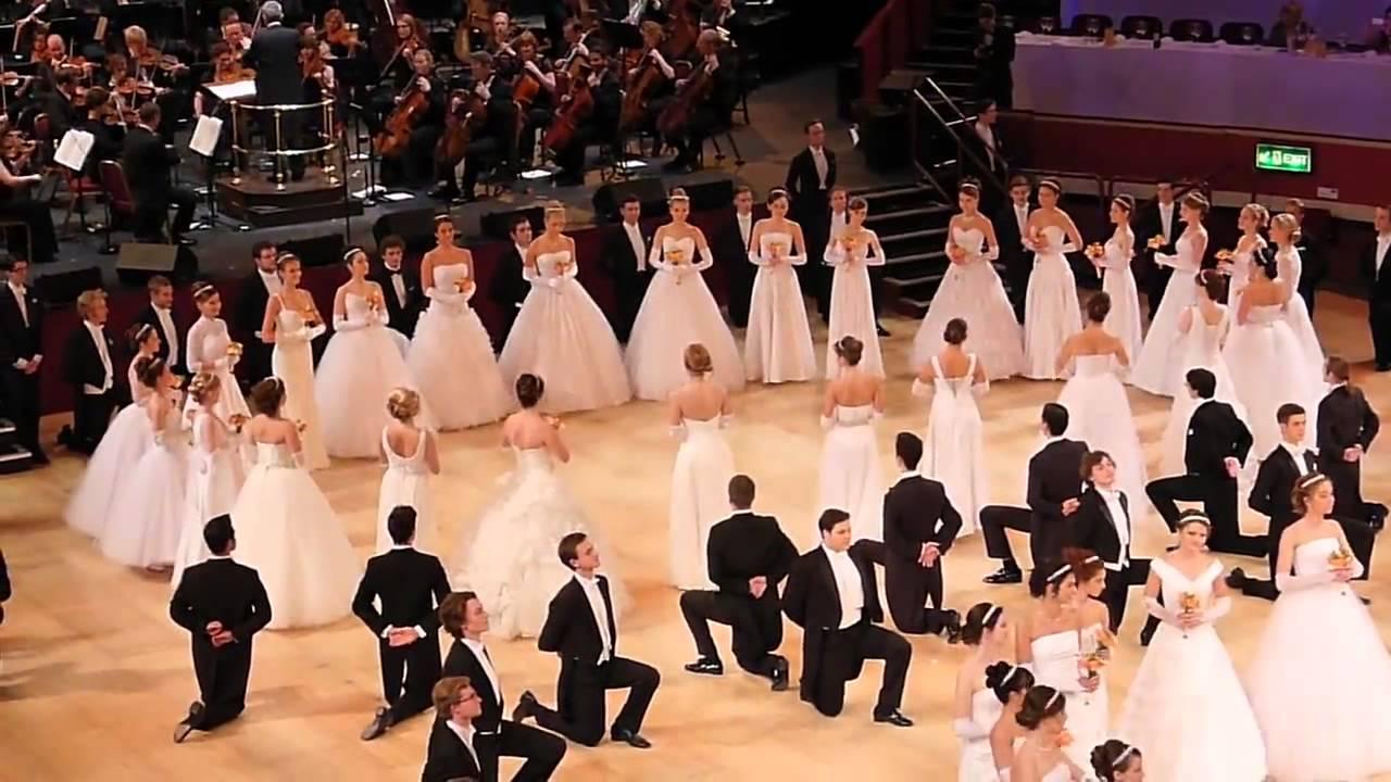 Полонез — королевский танец, который должен освоить каждый польский подросток | статья | culture.pl