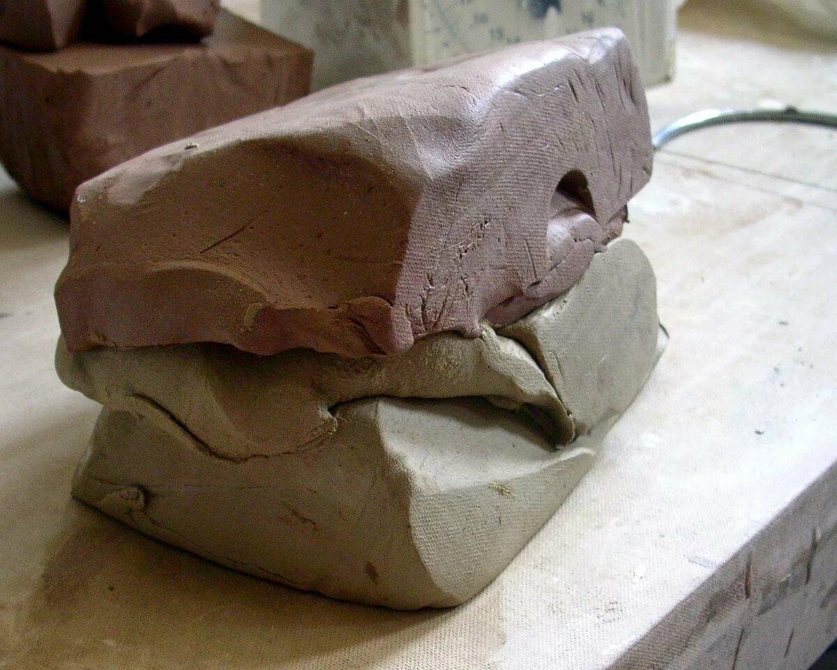 Глина: свойства и применение, состав, что можно сделать из породы, виды (для чистки авто, от целлюлита, строительная), можно ли есть, цена