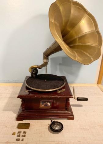 Чем патефон отличается от граммофона?