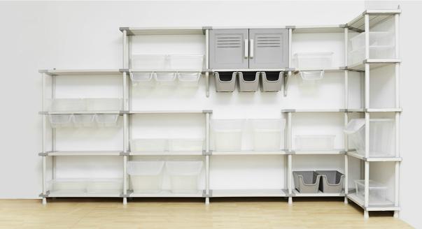 Такие практичные и стильные стеллажи для комнаты: можно ли с помощью них зонировать пространство