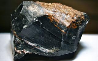 Обсидиан (51 фото): что это такое и как он выглядит? магические и лечебные свойства камня черного цвета, его значение для человека, снежный и радужный обсидиан