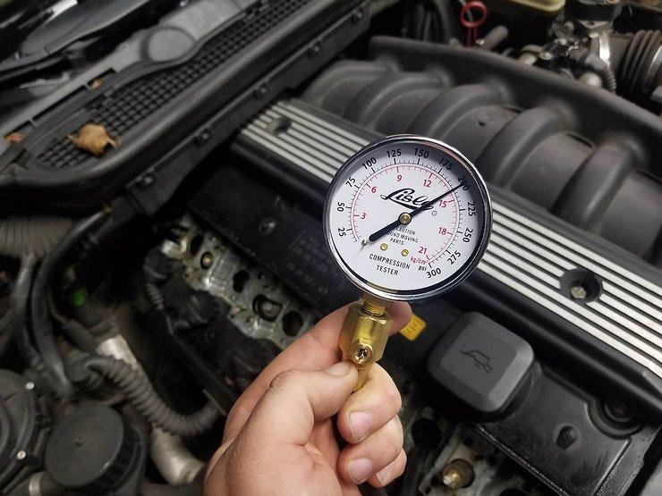Проверяем компрессию в цилиндрах двигателя