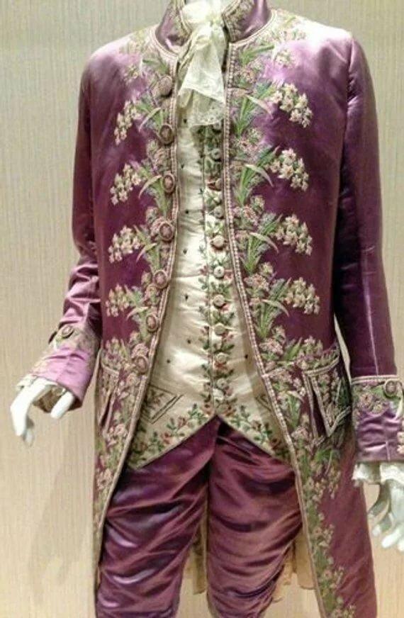 Камзол - это элемент костюма