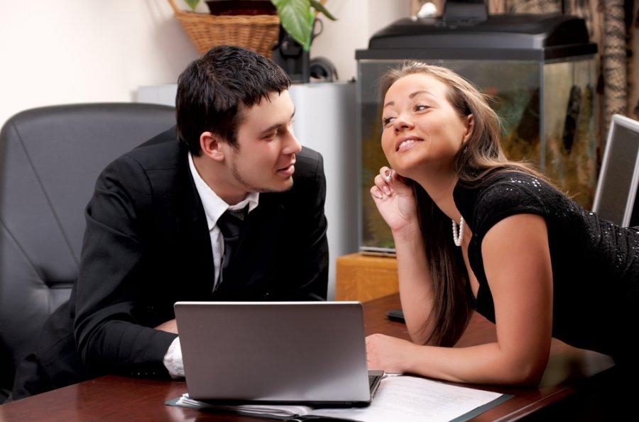 Правильный флирт с мужчиной: какие фразы использовать, как научиться кокетничать