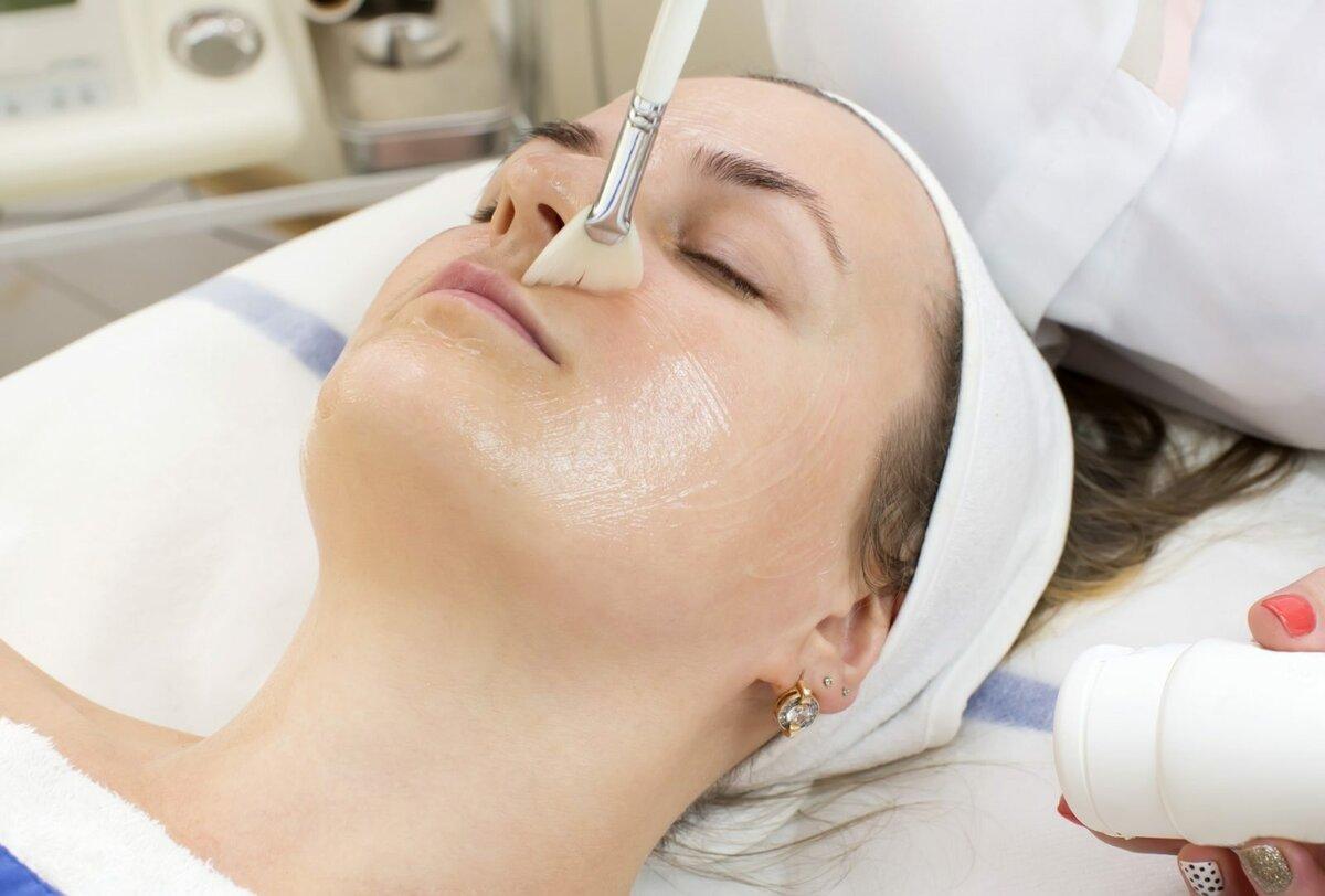 Проведение поверхностного пилинга лица