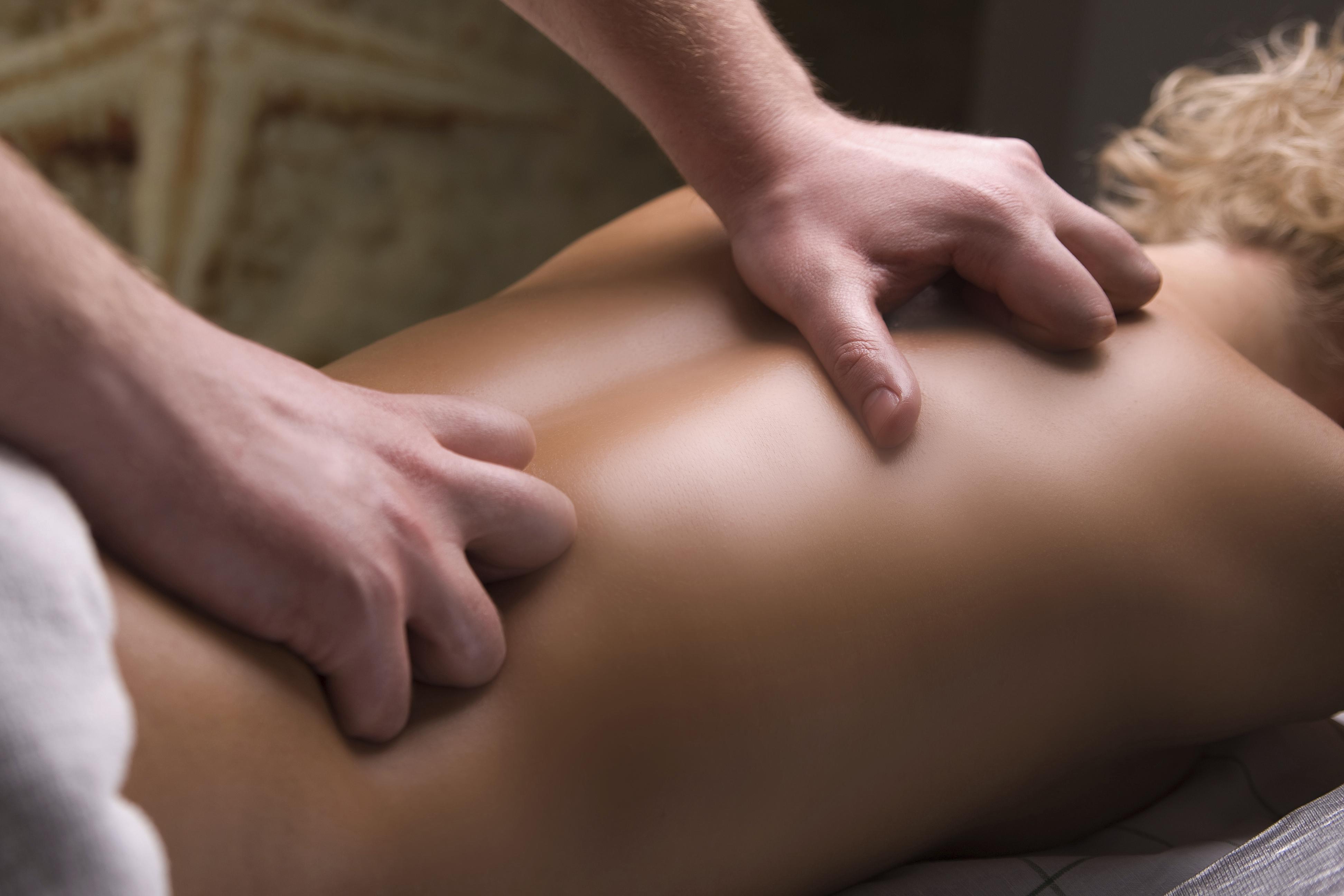 Как делать эротический массаж девушке: главные правила и нюансы