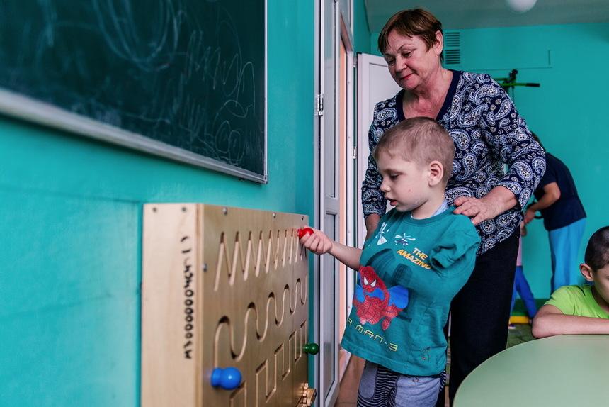 Дети-сироты: что на самом деле происходит в детских домах