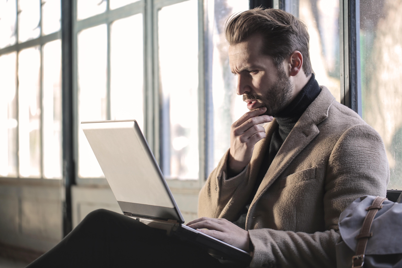 Что такое фейсситтинг и как сесть мужчине на лицо?