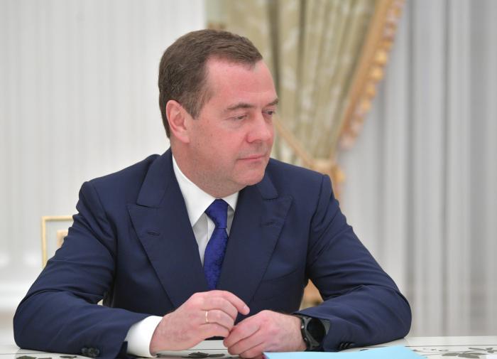 """Медведев заявил, что праймериз """"единой россии"""" позволили серьезно обновить состав партии -  политика - тасс"""