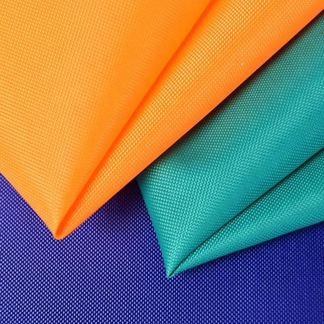 Материал оксфорд: от легкой рубашки до защитных чехлов