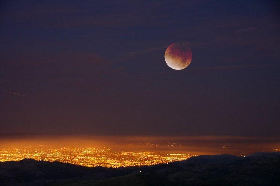 Лунное затмение. досье