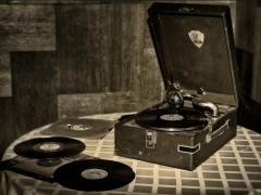 Старый патефон: история и особенности