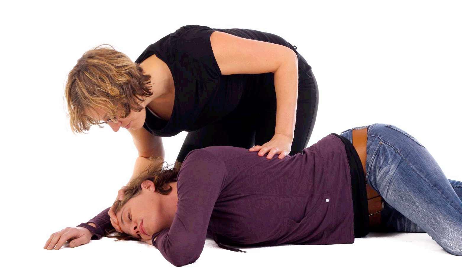 Конвульсии - это мышечные спазмы: причины, первая помощь и лечение