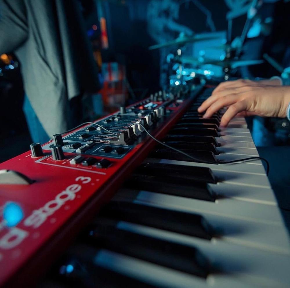 Что такое импровизация: определение. приемы импровизации в музыке