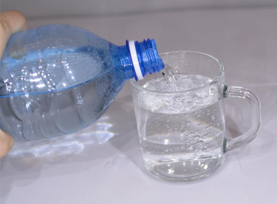 Сколько пить минеральной воды - особенности напитка, противопоказания, плюсы и минусы минеральной сельтерской воды
