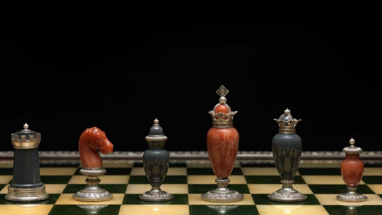 Шахматы с подсказками