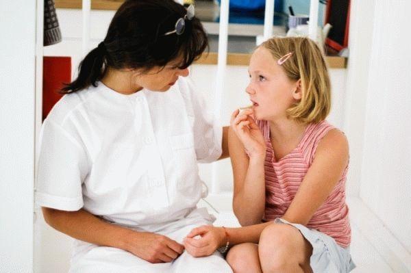 Первые месячные удевочек: когда начинаются, какие признаки импредшествуют, симптомы патологических менструаций + отзывы (менархе)