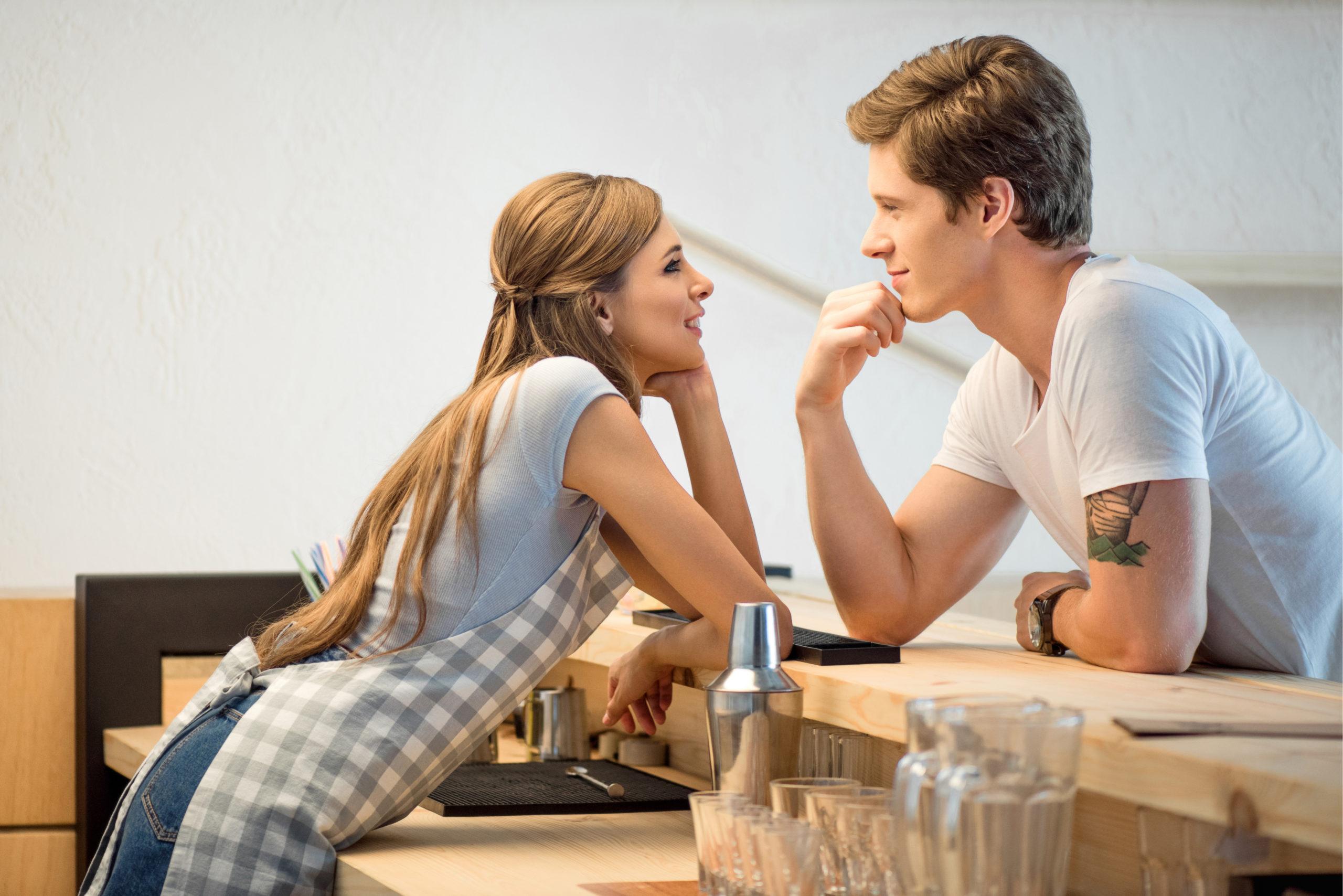 Как правильно флиртовать с девушкой, чтобы ей это понравилось