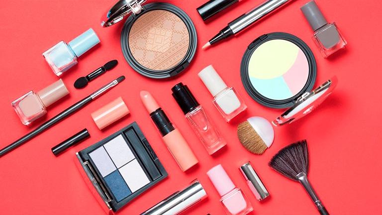 Что нужно для макияжа (косметика) : список всех средств и инструментов