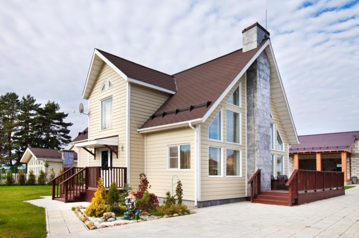 Чем недорого отделать фасад дома: классические материалы и сайдинг – особенности использования и сравнение цен