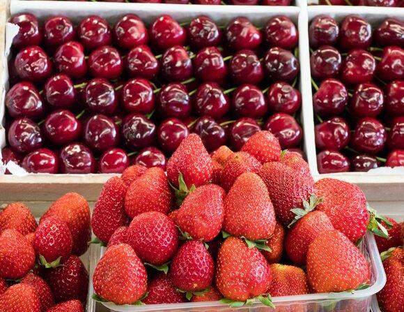 Чем отличается ягода от фрукта: основные отличия и сходства