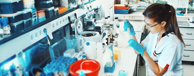Профессия фармацевт: кто это, что делает и какую зарплату получает?