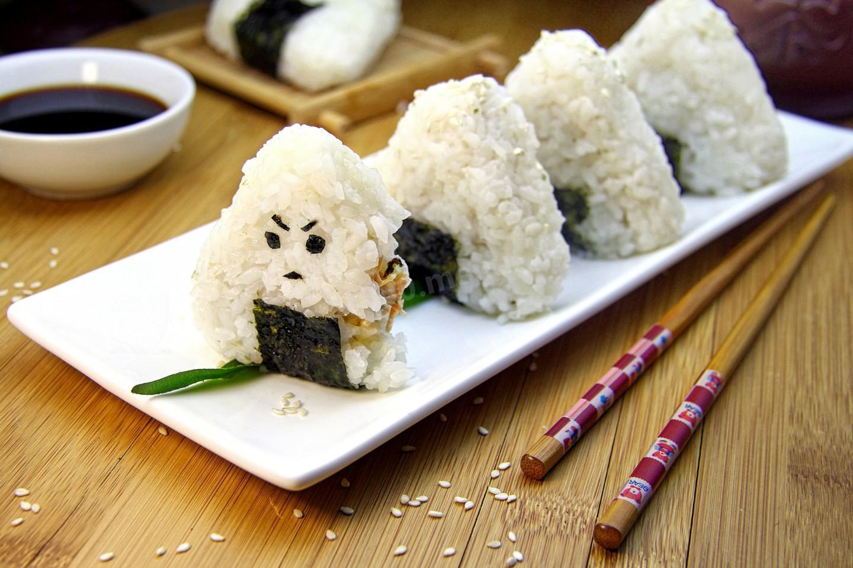 Рисовые колобки онигири – кулинарный рецепт