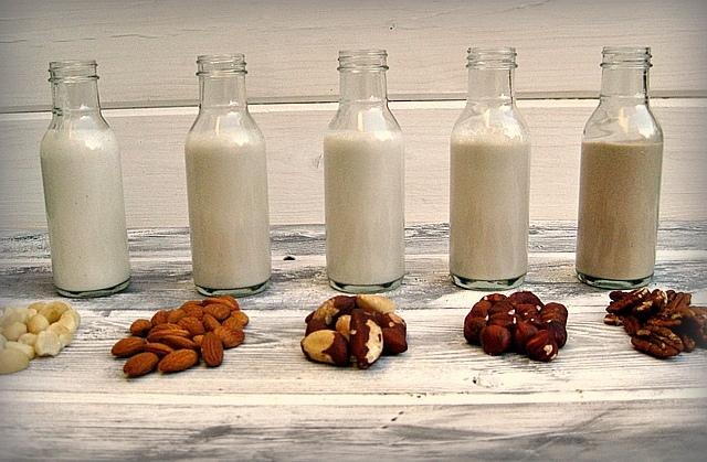 Растительное молоко: что это такое, как его получают и какова польза