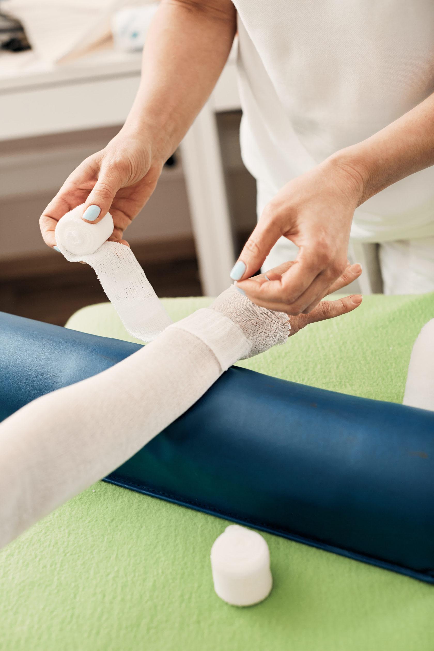 Лимфедема нижних конечностей (лимфостаз): симптомы, причины и лечение