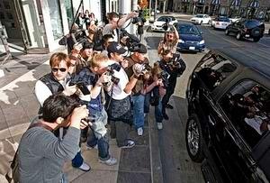 Как актеры прячутся от папарацци: фото