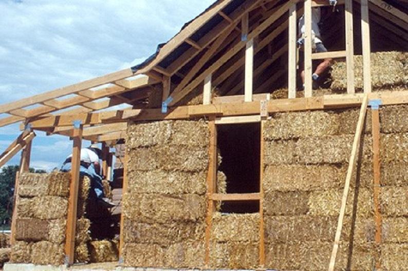 Дом из тяжелого самана обошелся нам в копейки, а живем в нем, как короли. делюсь простой технологией строительства