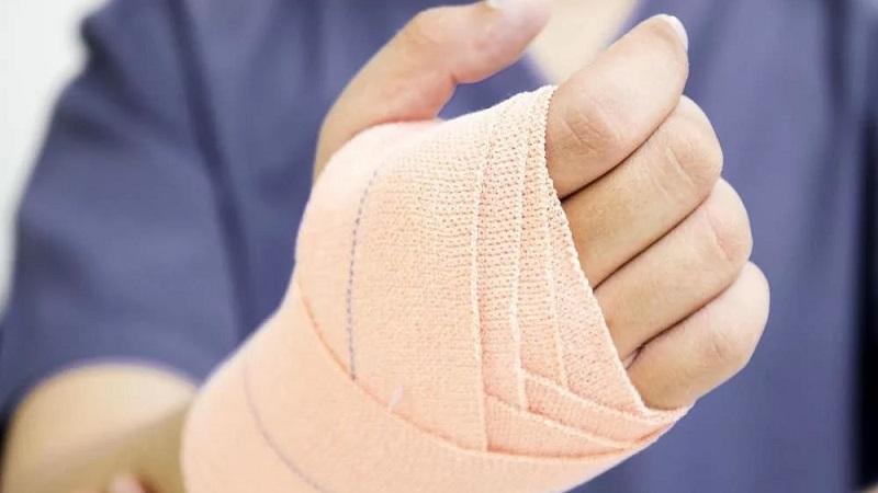 Перелом или ушиб? первая помощь при зимних травмах   здравоохранение   общество