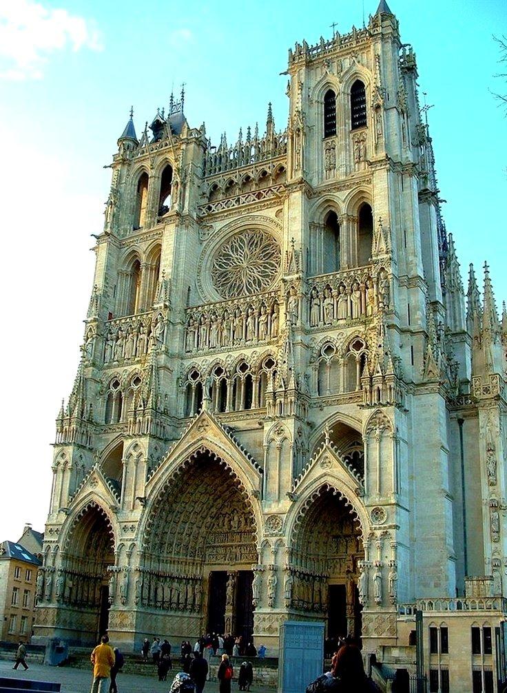 Готика: что это такое, готический стиль архитектуры зданий, искусство средневековья, архитектурные комнаты современных видов