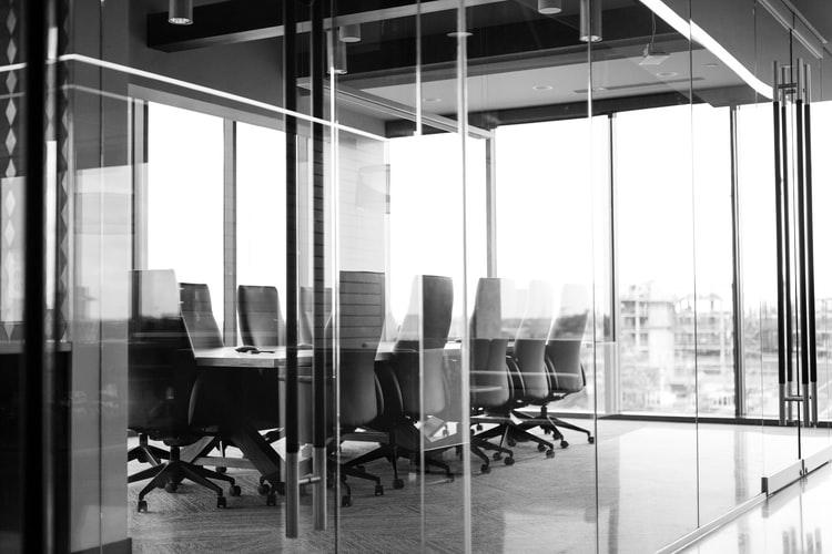 Юридическое лицо: признаки, обязанности, регистрация и ликвидация