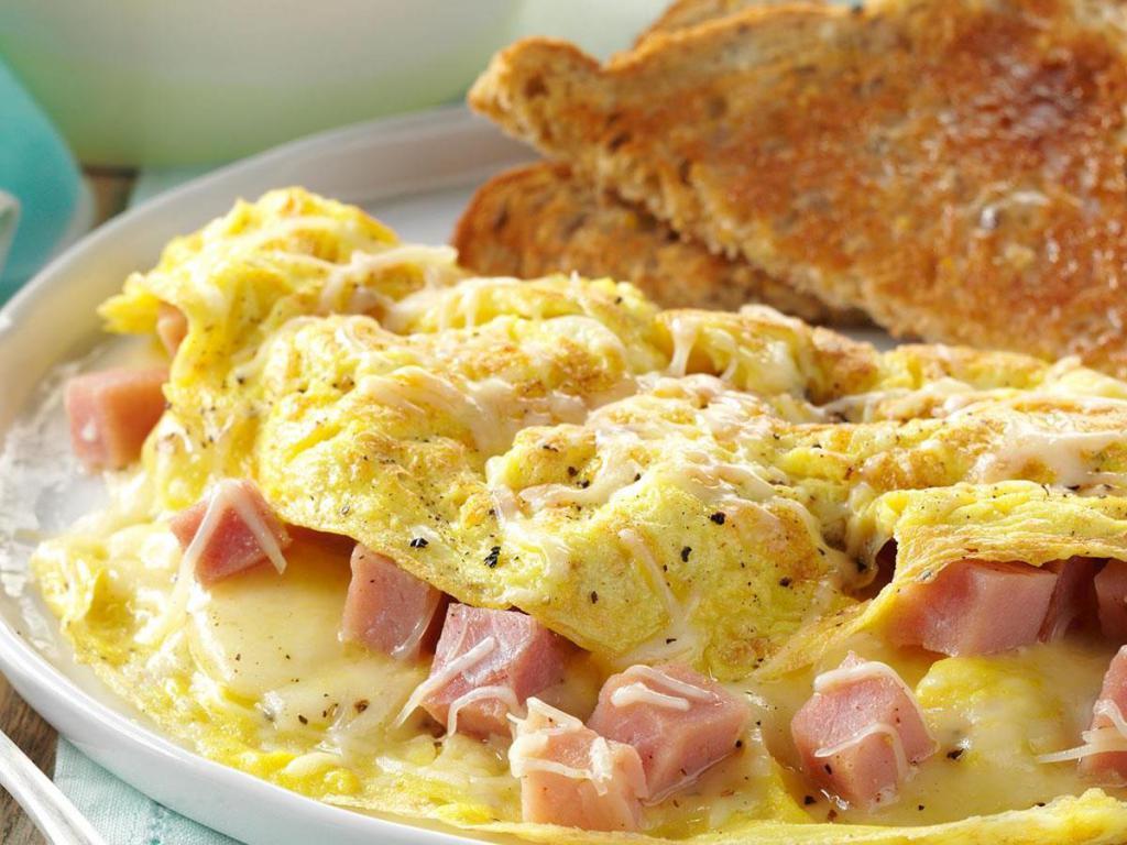 Как приготовить вкусные яйца-скрэмбл?