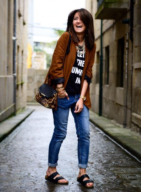 Женские биркенштоки – сандалии, шлепанцы, босоножки, вьетнамки, через палец, кожаные, сабо, с юбкой, джинсами, с чем носить?