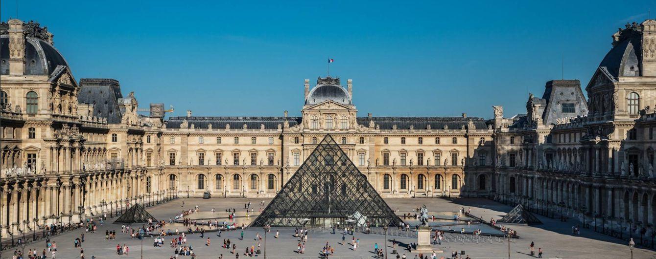 Музей лувр в париже. прогулка знаменитой галереей ~ информация о париже на русском языке