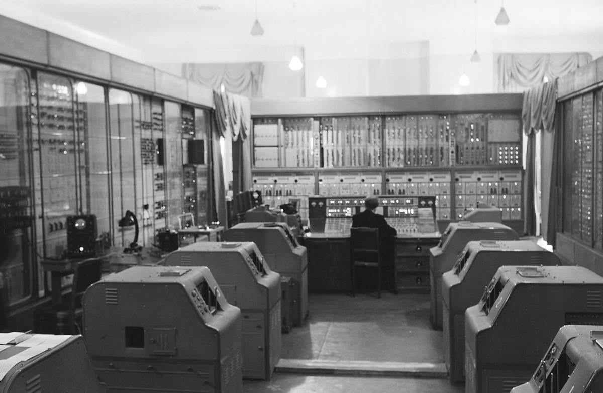 Эвм. понятие. основные характеристики и архитектура. история создания вычислительных машин. поколения эвм. области применения и классификация эвм.