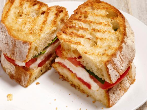Панини: 3 простых рецепта итальянских сэндвичей