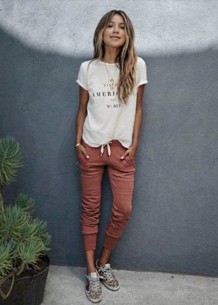 С чем носить женские штаны джоггеры— фото стильных сочетаний