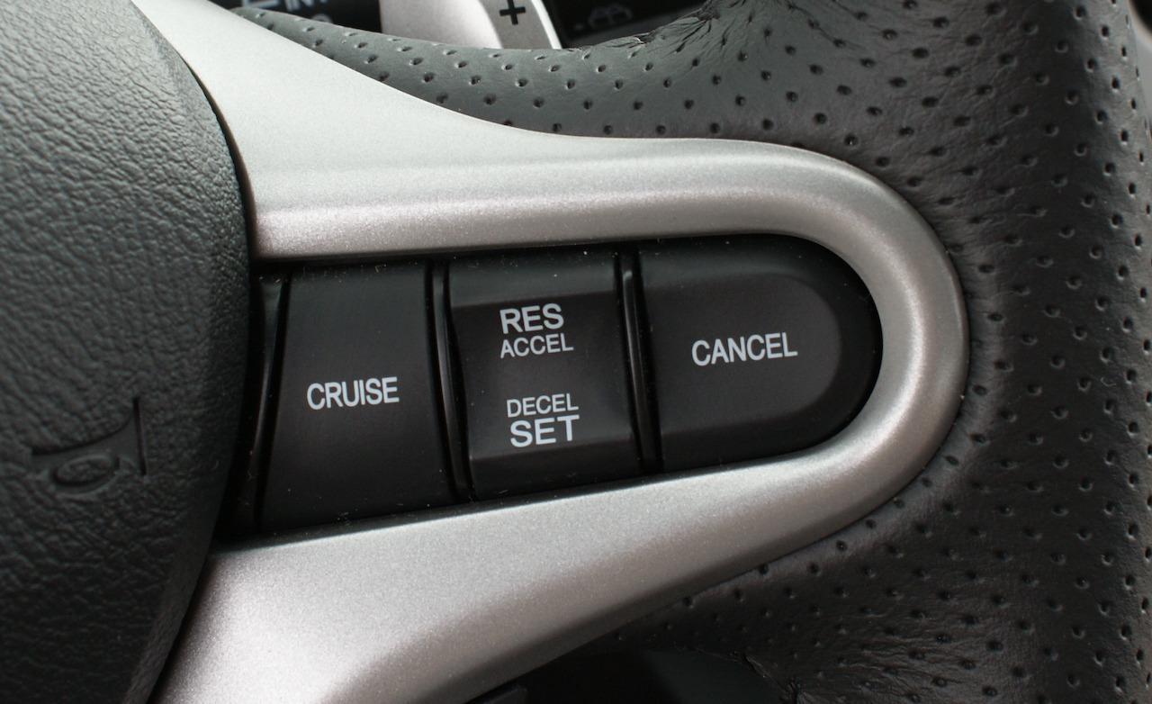 Круиз-контроль в автомобиле: что это такое, плюсы и минусы
