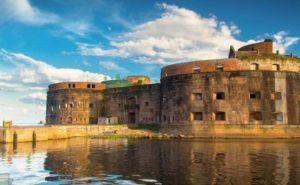 Кронштадт: защитная дамба, форты и первое знакомство с городом