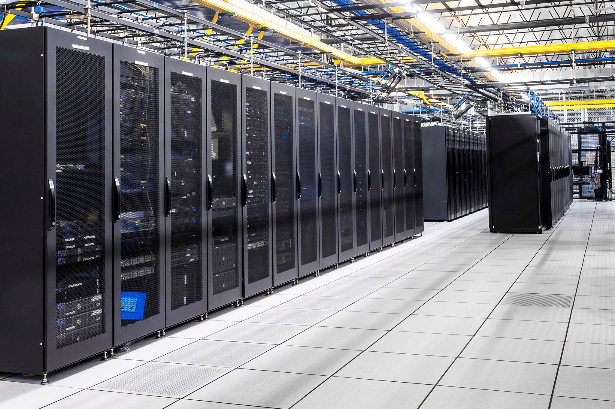 Что такое сервер и чем он отличается от обычного компьютера