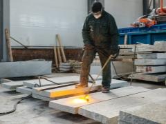 Слэб из карагача (22 фото): столы из дерева, слэбы шириной 800 мм и другие. что это такое? сферы использования