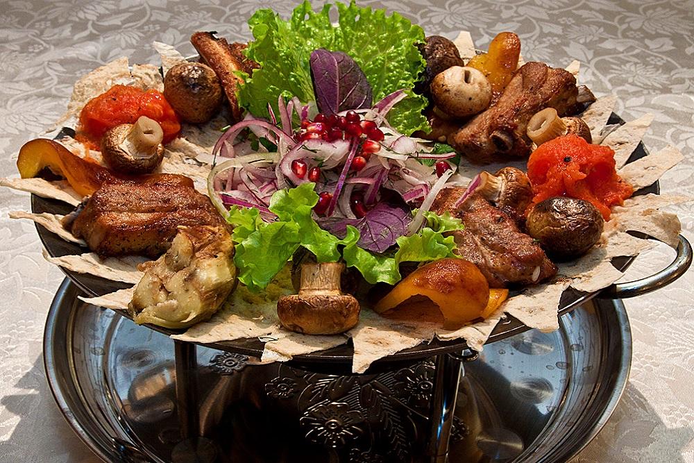 Садж - вкусное, колоритное блюдо азербайджанской кухни