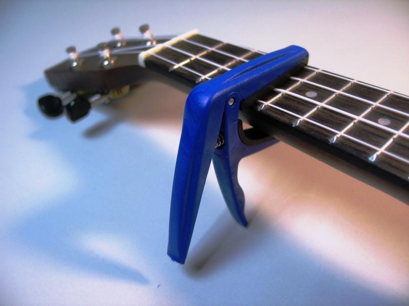 Для чего гитаристу каподастр?